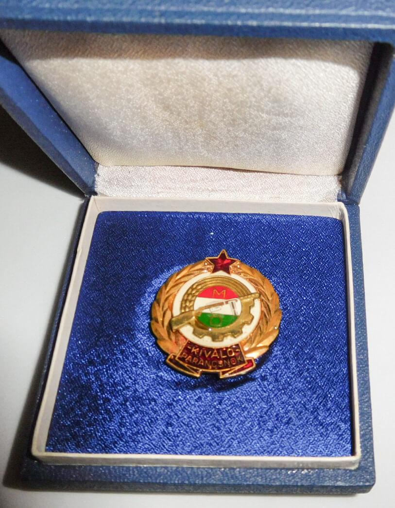 Kiváló parancsnok kitüntetés érem díszdobozban
