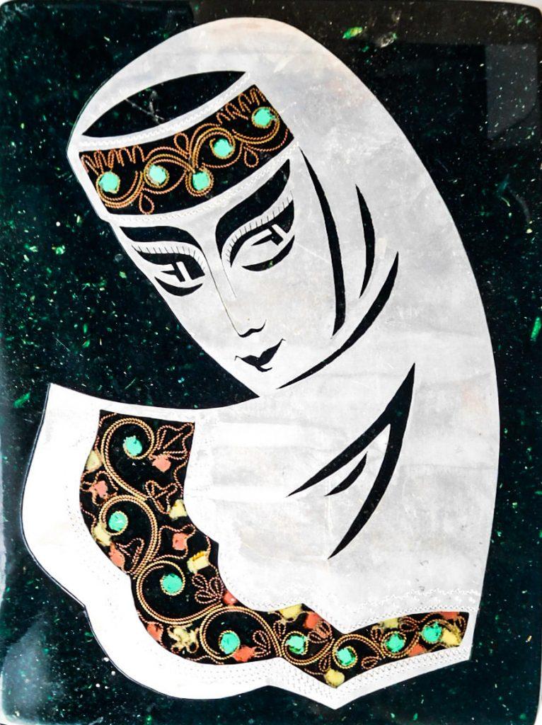 Lány fej fém, kő kép